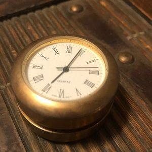 Quartz gold colored gold plated yo yo watch
